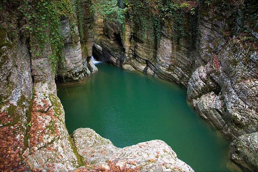 Агурские водопады описание