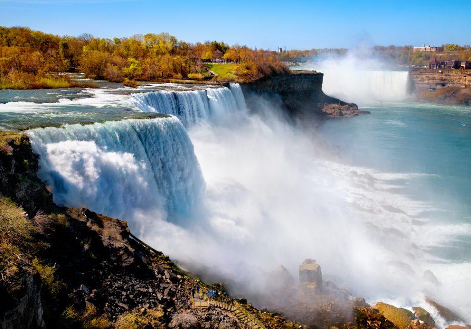 Ниагарский водопад осенью