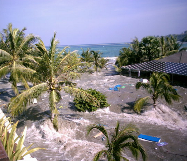 Цунами в Тайланде 2004 видео очевидцев
