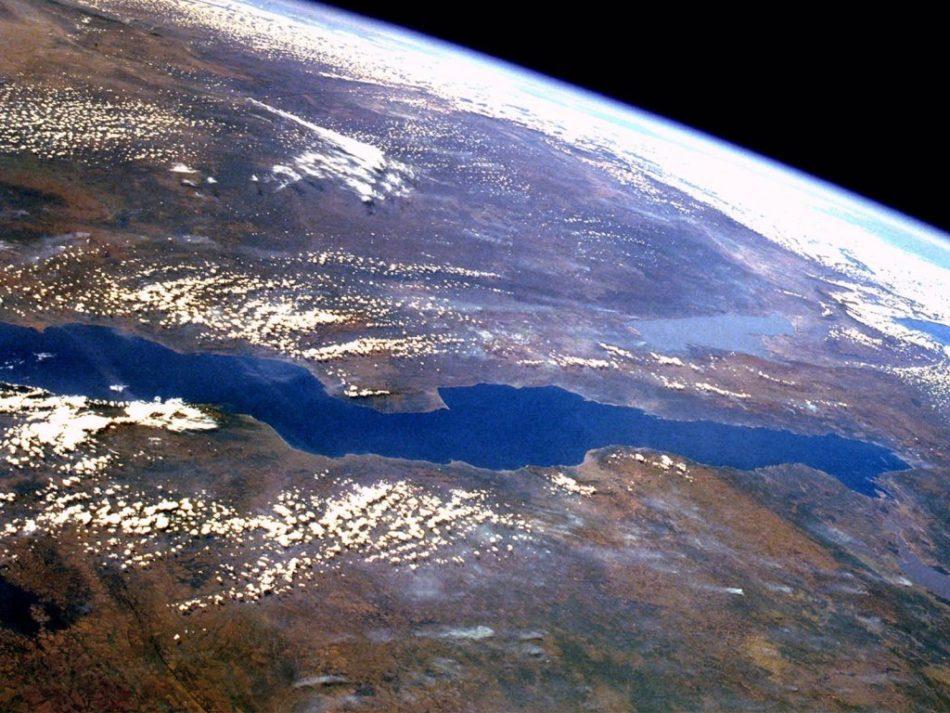 озеро Танганьика с космоса